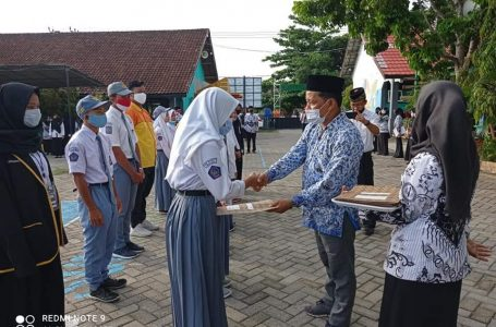 Hari Guru, SMKN 3 Berikan Reward kepada Guru dan Siswa Berprestasi