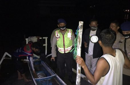 Perahu Terbalik Dua Nelayan Berhasil Diselamatkan