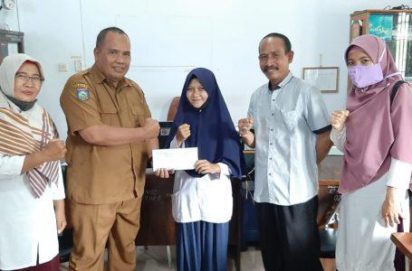 Juara I KSN Tingkat Provinsi, Siswi MTsN 1 Sumbawa dapat Reward dari Dikbud