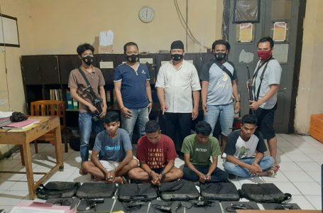 Curi Laptop Sekolah 4 Pemuda Ditangkap