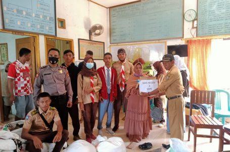 Peduli Korban Banjir, SMAN 2 Sape Salurkan 50 Paket Sembako