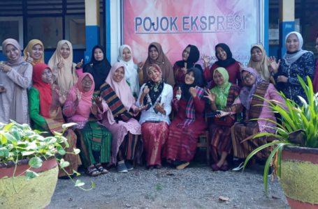 Hari Kartini, Guru dan Staf Perempuan SMAN 2 Sape Kompak  Berkebaya