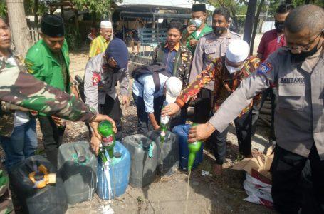 Polsek Sape Musnahkan Ratusan Liter Sopi