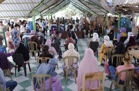 PPKM, Pedagang di Ampenan Kibarkan Bendera Putih Tanda Menyerah